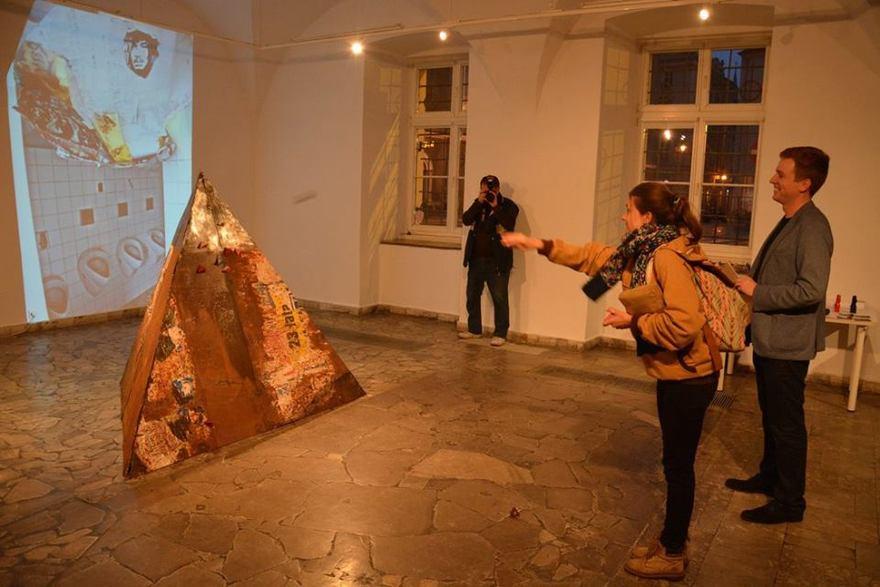 Large  ukasz trusewicz gra   galeria sztuki jana tarasina w kaliszu. 1